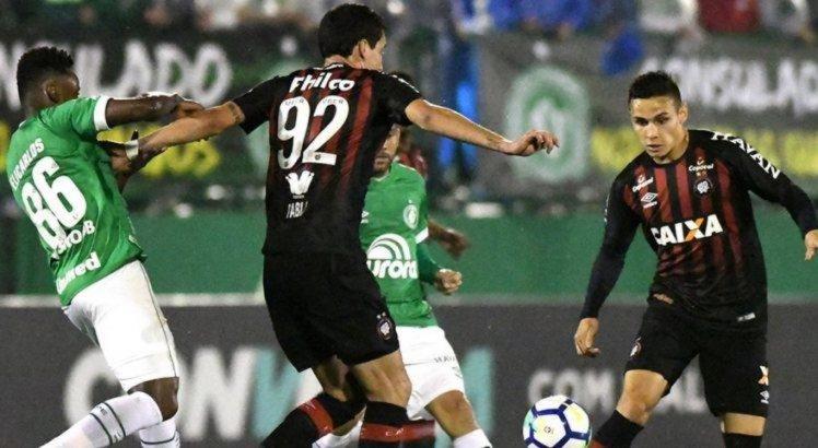 Chapecoense venceu o Atlético-PR por 2 x 1 na Arena Condá