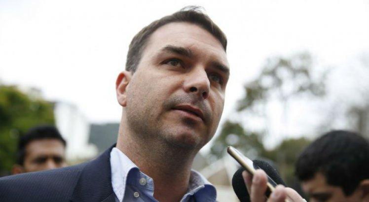 Pela segunda vez, ex-assessor de Flávio Bolsonaro falta a depoimento