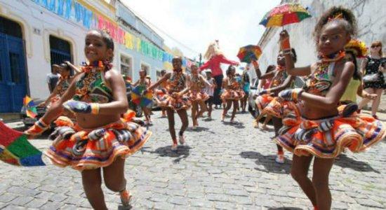 Olha o carnaval! André Rio esquenta a espera pela festa na véspera do Dia do Frevo