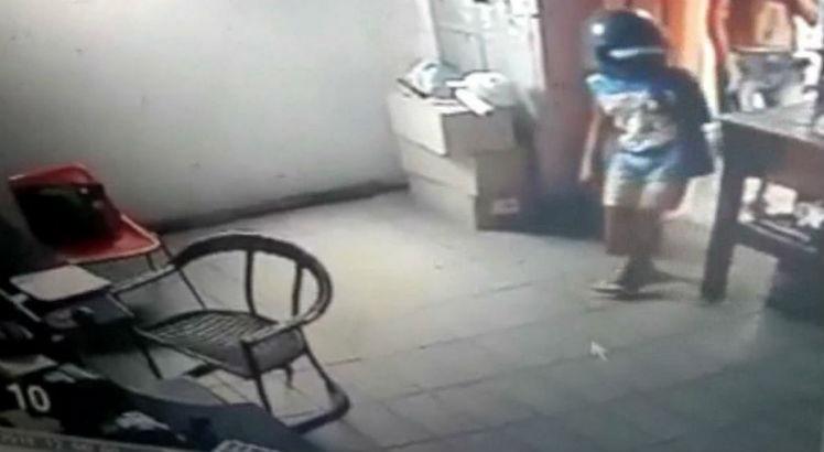 Família de menino usado em assalto a motel presta depoimento à polícia