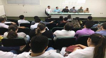 Paralisação foi decidida após assembléia nesta segunda-feira (17)