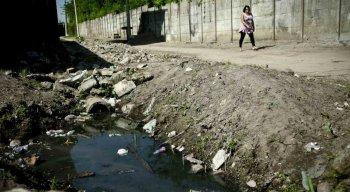 Pesquisa do IBGE mostra que apenas 38,2% dos municípios brasileiros têm política de saneamento básico