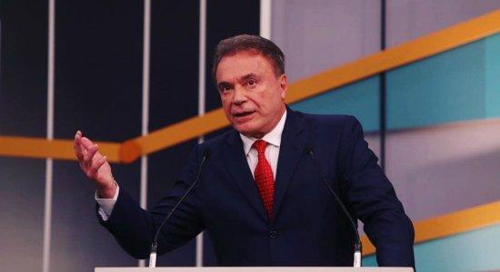 Senador Álvaro Dias critica governo Bolsonaro: