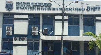 Suspeitos detidos foram levados para o DHPP