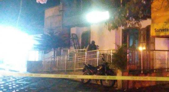 Agência da Caixa é alvo de explosão em Gravatá