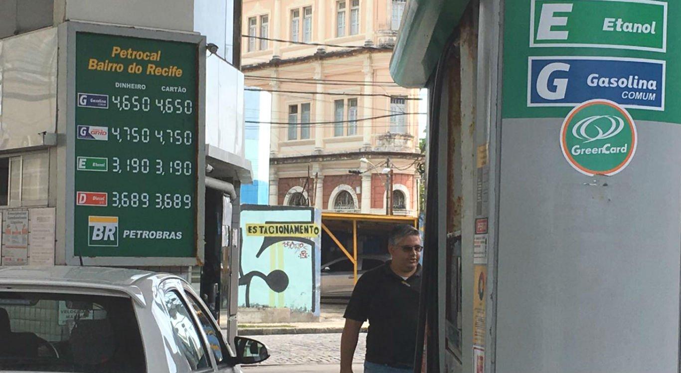 Preço da gasolina chega a R$ 4,65 no Grande Recife