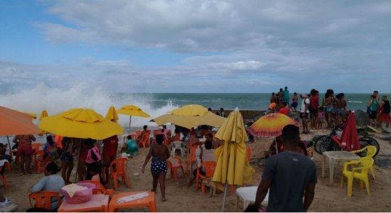 Bombeiros encontram corpo de banhista que desapareceu na Praia do Pina