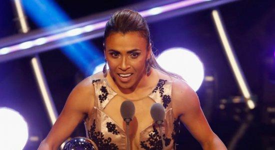 Marta supera Messi e CR7 e é eleita melhor jogadora do mundo pela 6ª vez