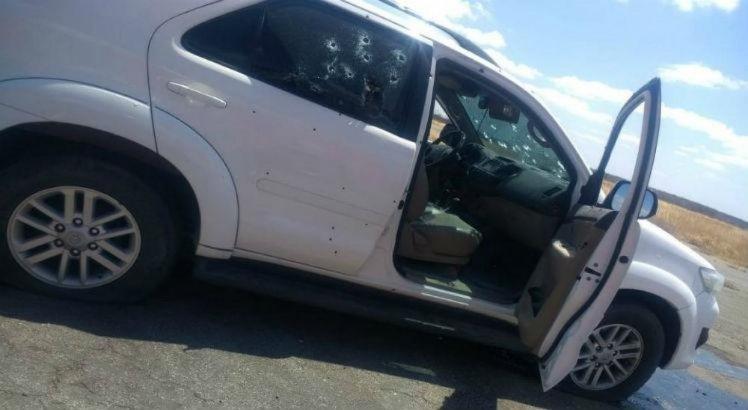 Carro usado por suspeitos ficou crivado de balas