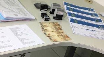 Suspeito foi preso no momento em que estava entregando um certificado