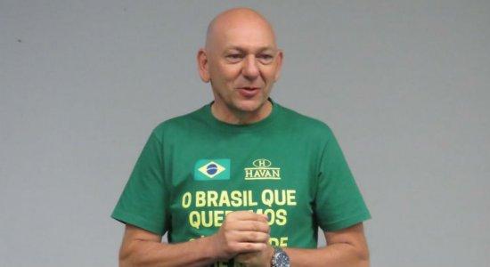 Luciano Hang, dono da rede de lojas Havan, está internado com covid-19