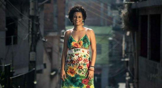 Polícia procura em cisternas de condomínio arma que matou Marielle
