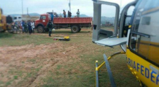 PRF socorre motociclista em helicóptero após acidente na Mata Sul