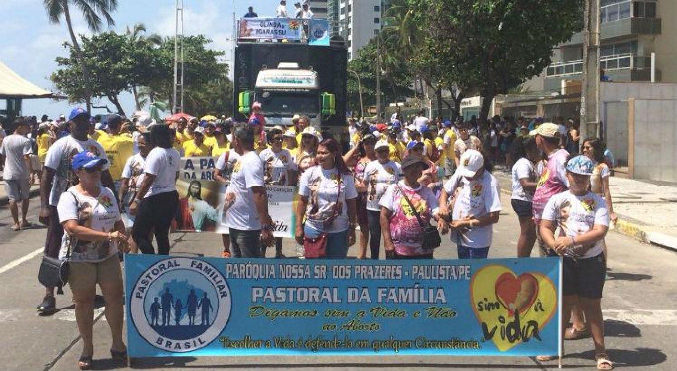 Caminhada Sim à Vida protesta contra a violência e a fome