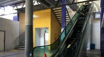 Escada rolante ficou completamente destruída