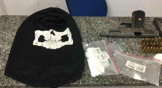 Trio é preso com arma e drogas em Jaboatão dos Guararapes