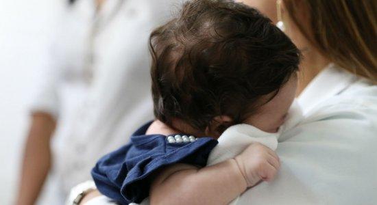 Mãe de criança abandonada presta depoimento à Polícia Civil