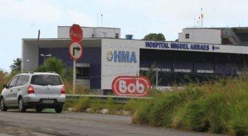 A vítima foi levada para o Hospital Metropolitano Norte Miguel Arraes, mas não resistiu aos ferimentos