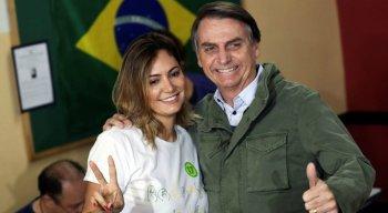 Bolsonaro voltou acompanhado da esposa