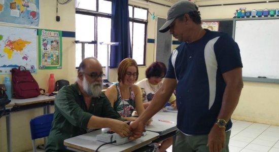 Segundo turno no Brasil começou com voto de técnico mecânico