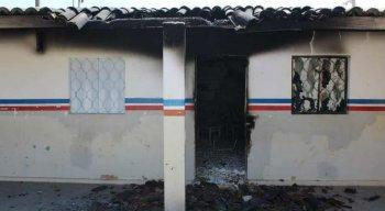 Escola ficou destruída após incêndio