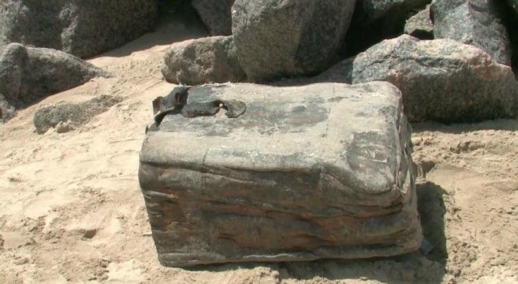 Caixas misteriosas aparecem no litoral da RMR e intrigam banhistas