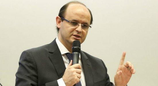 Brasil não precisa do Escola sem Partido, defende ministro da Educação