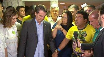 Bolsonaro fez uma oração após sua vitória, no domingo, durante entrevista à imprensa