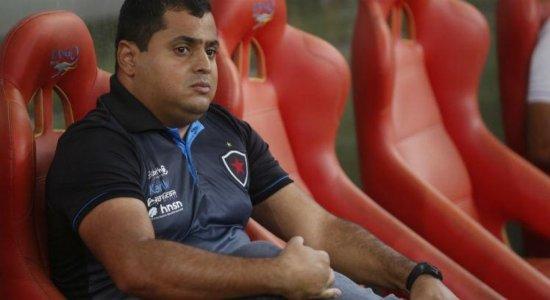 Leston Júnior é o novo treinador do Santa Cruz