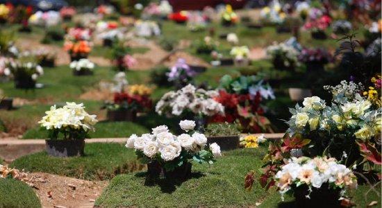 Milhares de pessoas homenageiam falecidos no Dia de Finados