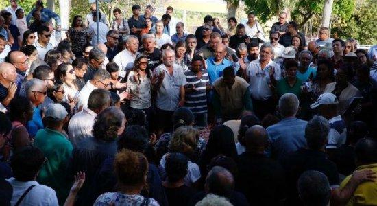 Dor e revolta marcam sepultamento de comissário em Paulista
