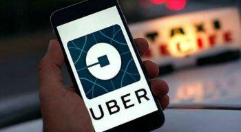 Segundo informações da Polícia Militar (PM), após o carro do Uber - um Prisma de cor branca - furar o bloqueio, um perseguição foi iniciada