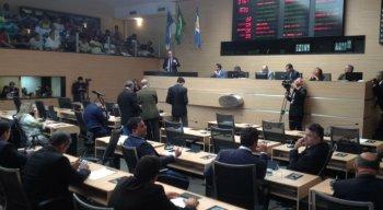 Plenário da Câmara dos Vereadores do Recife lotado