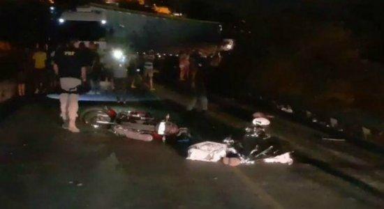 Motociclista morre após ser atingido por carreta no Ibura