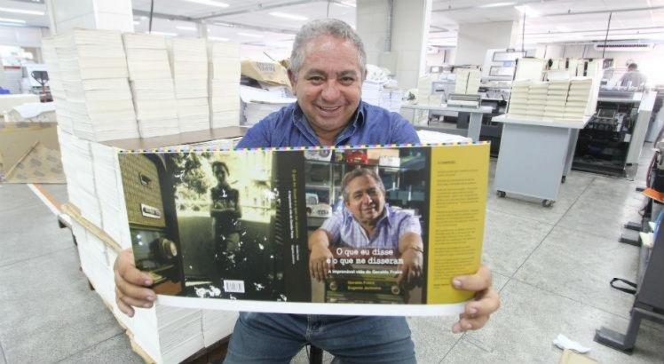 Comunicador Geraldo Freire vai autografar livros para os fãs