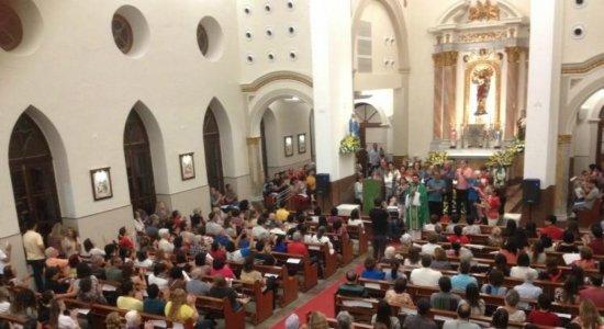 Após reforma do interior, missa é celebrada na Igreja Matriz de Casa Forte