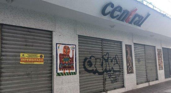 Corpo de Bombeiros e PM interditam bares da Rua Mamede Simões