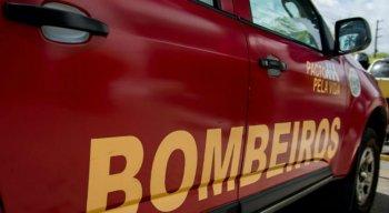 O Corpo de Bombeiros esteve no local e constatou que ninguém ficou ferido na casa mais atingida