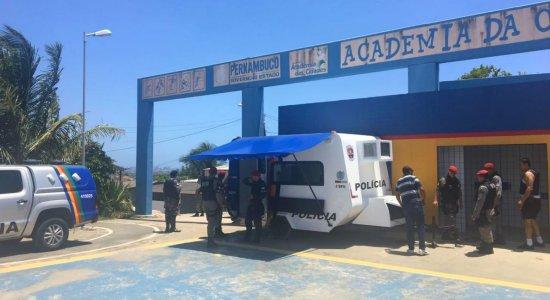 Polícia realiza operação para conter violência no bairro do Ibura