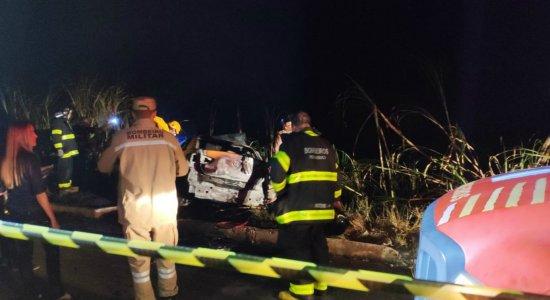 Colisão entre carro e caminhão deixa um morto e três feridos no Cabo de Santo Agostinho