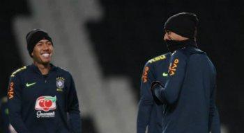 O atacante Roberto Firmino deverá estar em campo hoje. Ele participou dos treinos nessa segunda-feira