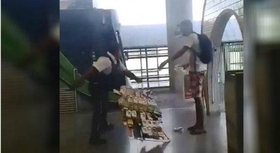 Polícia prende 10 ambulantes após ação de segurança no metrô do Recife