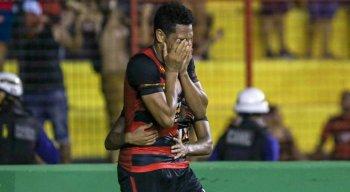Hernane Brocador saiu emocionado de campo devido ao rebaixamento do Sport