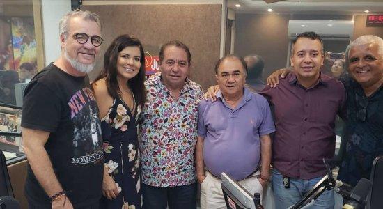 Mara Maravilha divide o palco com Silvio Santos em quadro de programa