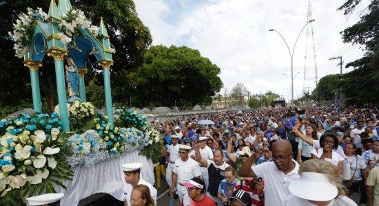 Milhares de Fiéis participam da procissão de Nossa Senhora da Conceição