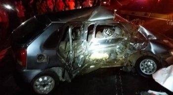 Veículo envolvido no acidente ficou completamente destruído