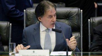 O presidente do Senado, Eunício Oliveira, informou que daria urgência aos projetos