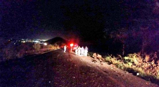 Colisão entre três carros deixa mortos e feridos na Serra das Russas