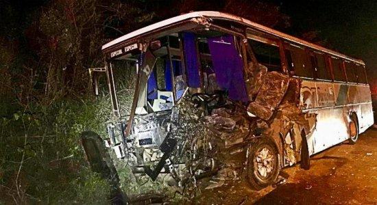 Antes de acidente na Serra das Russas, motorista precisou trocar pneu