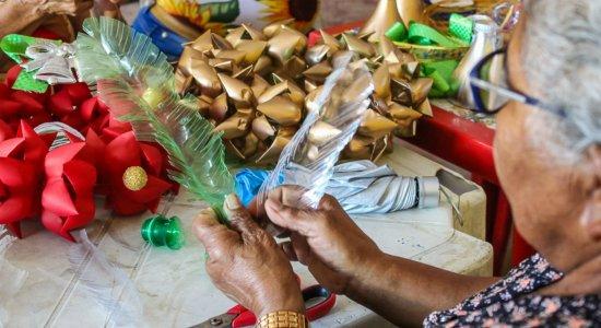 Ação social: voluntários entregam cartas e doações para idosos